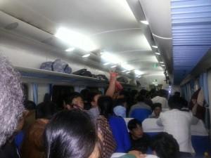 Viajar en tren convencional en China puede convertirse en una odisea dificil de relatar.