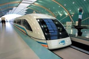 El tren de levitación magnética Maglev entre el aeropuerto de PuDong y Shanghai alcanza 430km/h
