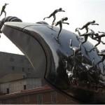Monumento chino consistente en un mouse metálico