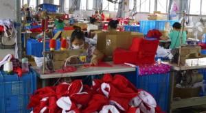 Luckyarn asegura en todas sus producciones que se cumplan las condiciones mínimas de los trabajadores en las fábrica de nuestros proveedores para las importaciones de China
